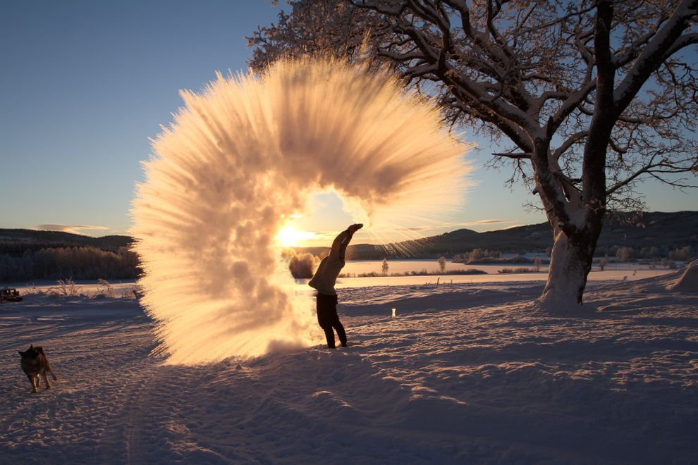 Thow boiling water in the air snow